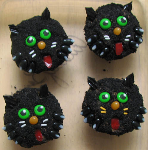 Arthemise S Mostly Stitching Blog Halloween Cupcakes